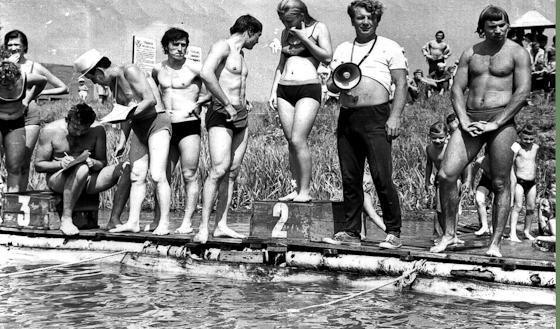 1976 год. День ВМФ на озере Песочное. С мегафоном Николай Иванович Дубов.