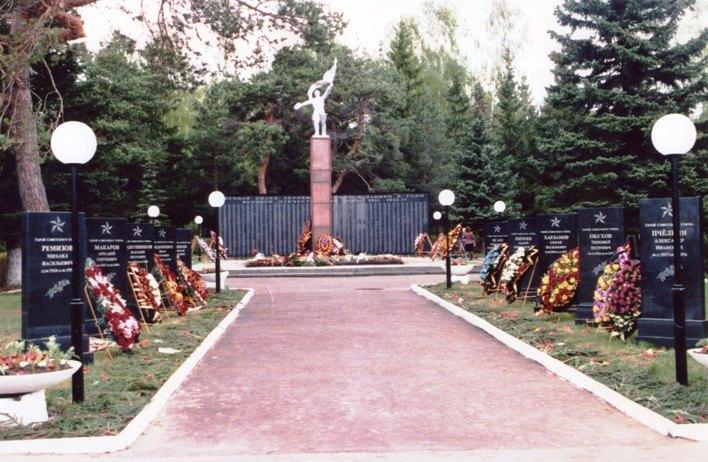 Памятники советским солдатам в Озёрах