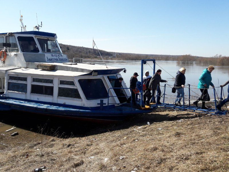 Теплоход «Дмитрий Донской» связал два берега Оки в Озёрах