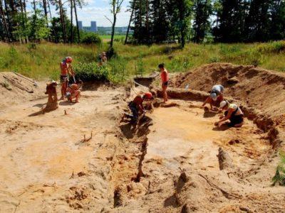 Археологическая экспедиция на курганном могильнике в Кременьях